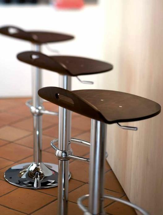Moderna Barska Stolica modernog dizajna,kvalitetna,braon boje - online shop - Commodo Home & Living