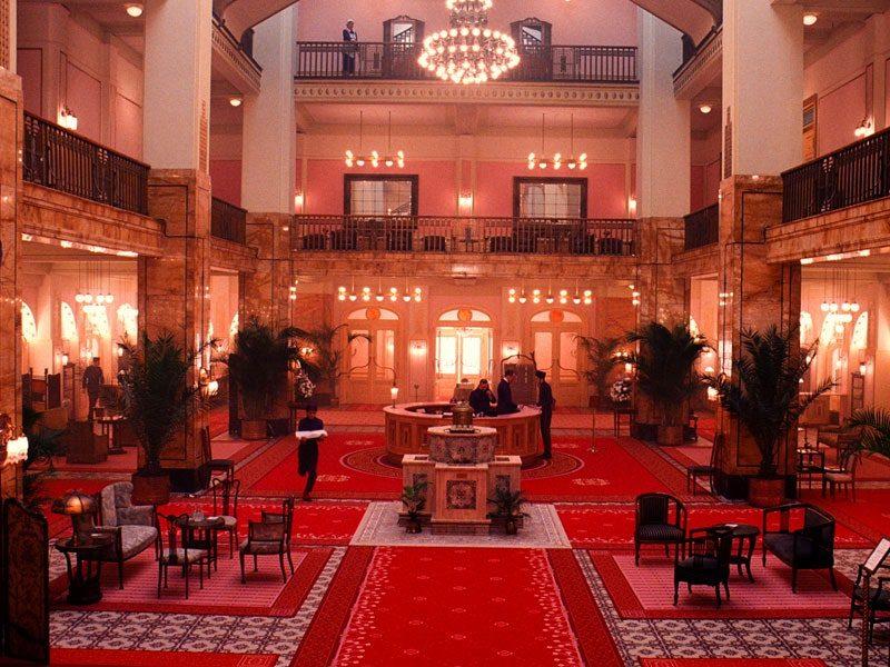 dam-images-daily-2014-03-grand-budapest-hotel-grand-budapest-hotel-set-05-lobby-german-jugendstil-decor